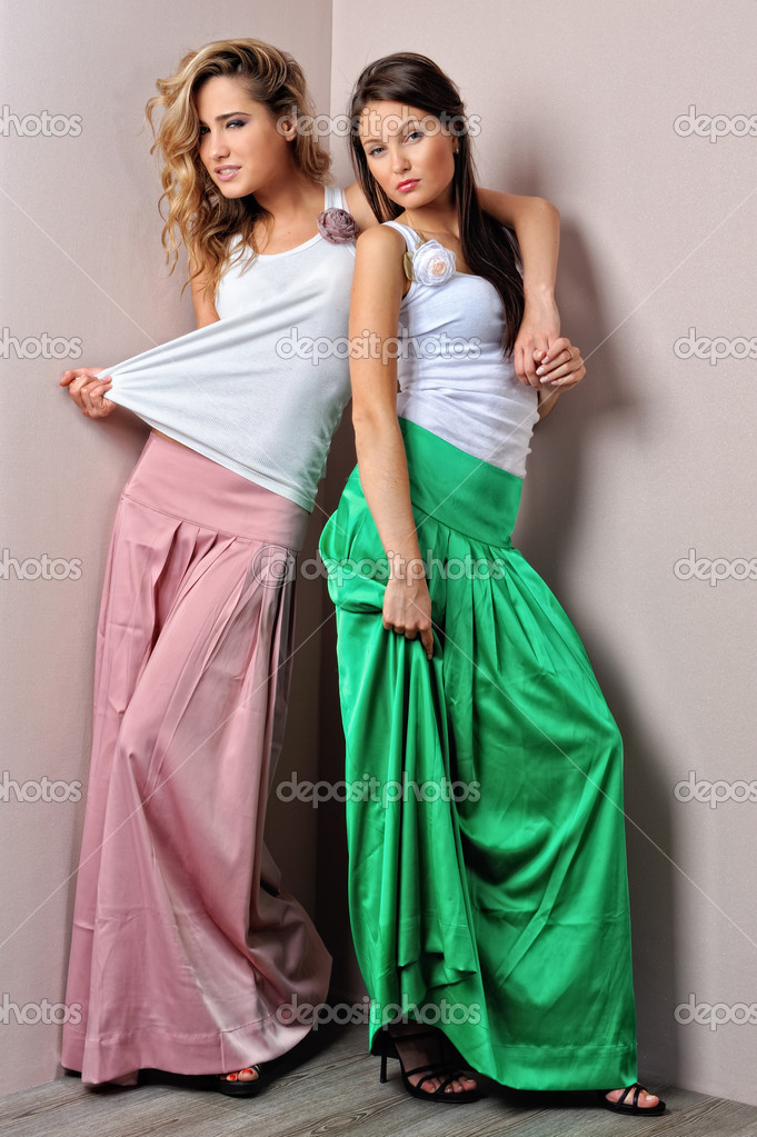 Two beautiful woman posing in a fancy dresses. Sudoi shooting. — Stock Photo #11422111