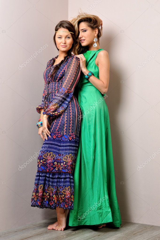 Two beautiful woman posing in a fancy dresses. Sudoi shooting. — Stock Photo #11422132