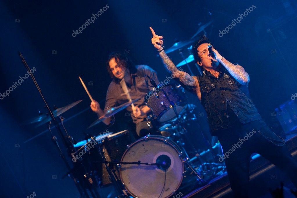 "ST. PETERSBURG, RUSSIA - JUNE 22: Group ""Papa Roach"" in concert on June 22, 2011 in St Petersburg, Russia  — Stock Photo #11860180"