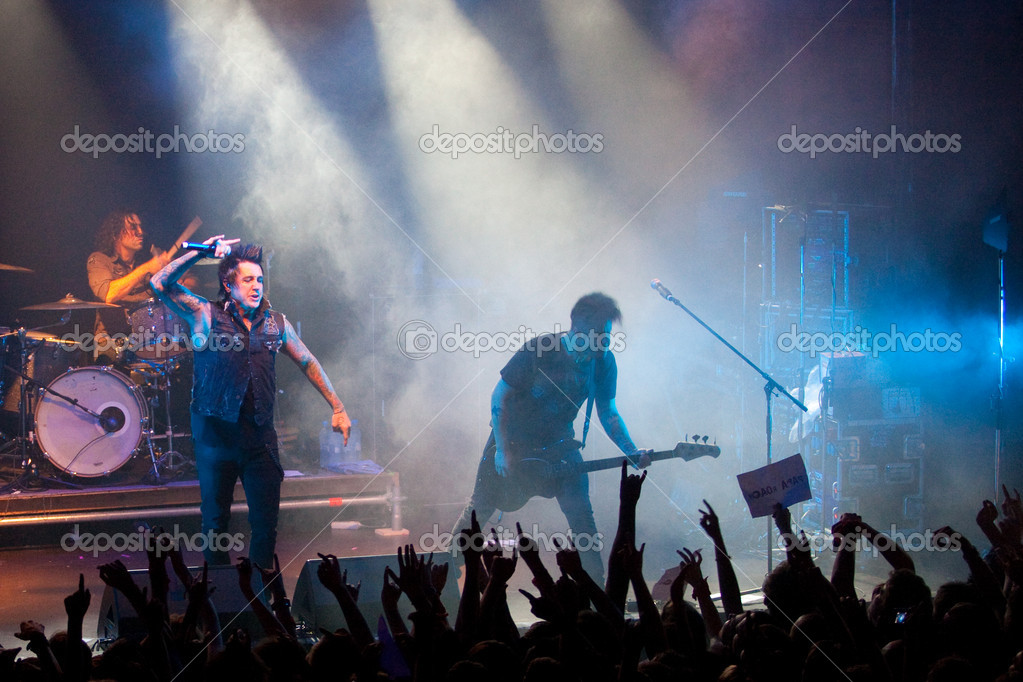 "ST. PETERSBURG, RUSSIA - JUNE 22: Group ""Papa Roach"" in concert on June 22, 2011 in St Petersburg, Russia  — Foto de Stock   #11860550"