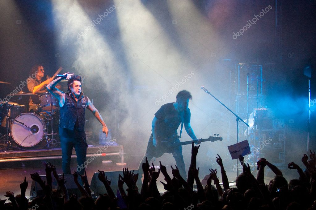 "ST. PETERSBURG, RUSSIA - JUNE 22: Group ""Papa Roach"" in concert on June 22, 2011 in St Petersburg, Russia  — Foto Stock #11860550"
