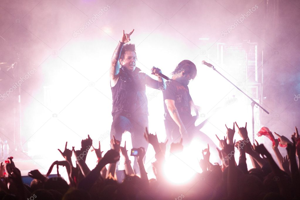 "ST. PETERSBURG, RUSSIA - JUNE 22: Group ""Papa Roach"" in concert on June 22, 2011 in St Petersburg, Russia  — Stock Photo #11860806"