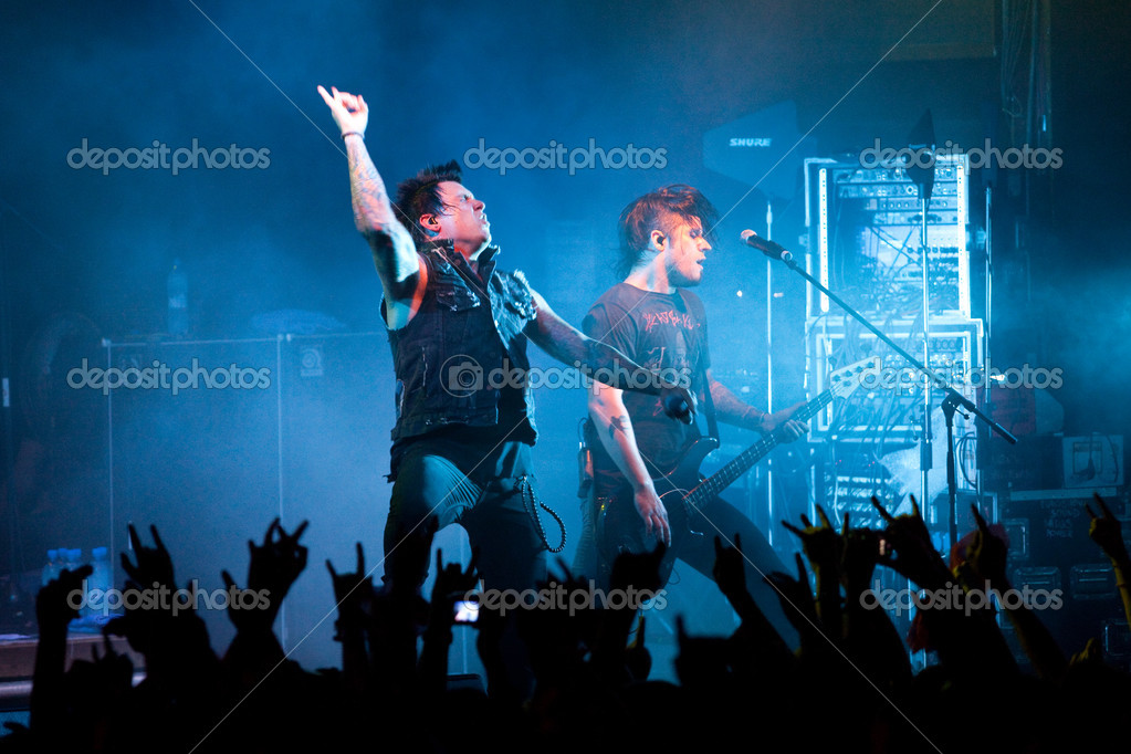 "ST. PETERSBURG, RUSSIA - JUNE 22: Group ""Papa Roach"" in concert on June 22, 2011 in St Petersburg, Russia  — Stock Photo #11860828"