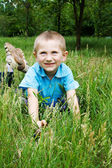 Boy plays on the nature — Stock Photo