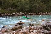 Jízda na kajaku na řece soča, slovinsko — Stock fotografie