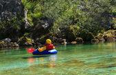 Kayak en el río soca, eslovenia — Foto de Stock