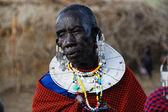 Stare kobiety masajski — Zdjęcie stockowe