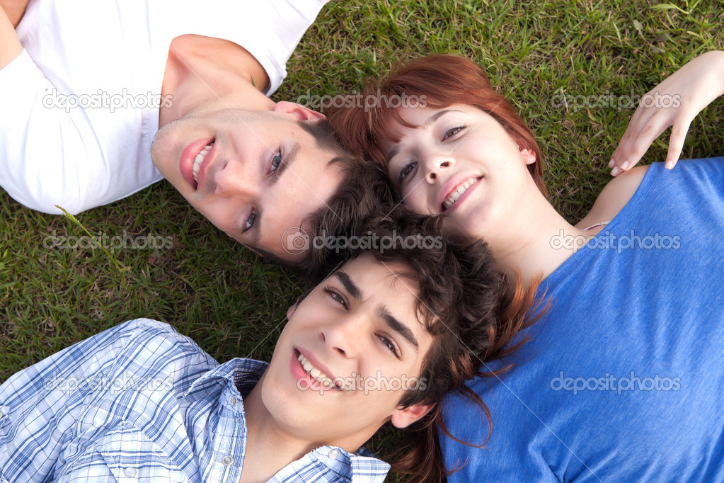 Happy group of friends relaxing at the park — Stock Photo #11255380