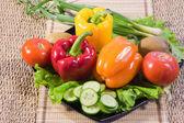 Bułgarski słodka papryka, ogórki, liście sałaty — Zdjęcie stockowe