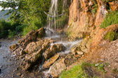 Cachoeira em um dia ensolarado, borda de perm — Fotografia Stock