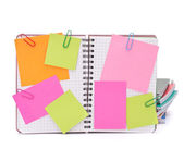 Leere aufgegebenes notebook mit papieren und datenschutz — Stockfoto