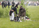 Borodino battle. Taking out the wounded man — Stock Photo