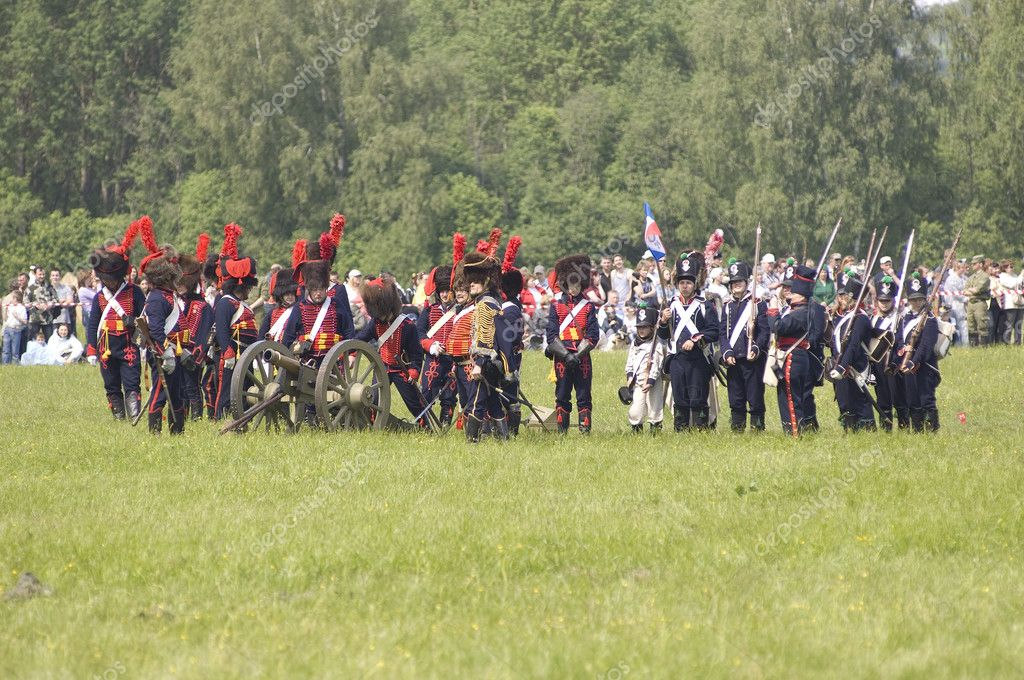 MOSCOW REGION, RUSSIA - MAY 27: Unidentified soldiers defends themselves during 200 unniversary re-enactment of the Borodino battle in 1812. May 27, 2012 in Borodino, Russia — Stock Photo #10882981