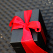 Gift with decorative red bow — Zdjęcie stockowe #10927410