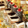 Beautifully served cakes at a luxury event — Stock Photo