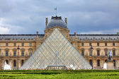 Royal Palace and Pyramid. Paris, France. — Stock Photo