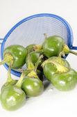 Grün kirsche paprika und ein siebchen blau nach der reinigung — Stockfoto