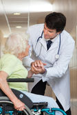 Doctor Comforting Senior Patient At Hospital — Foto Stock