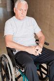 Pensionerad man på rullstol — Stockfoto