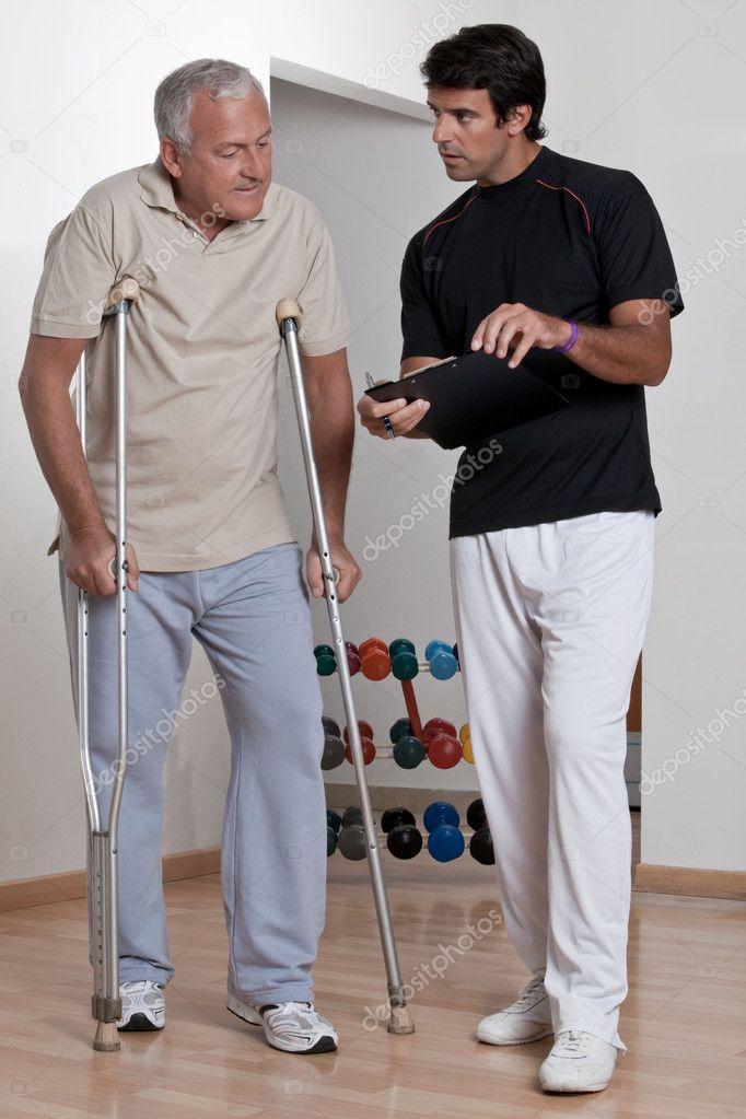 Patient on crutches discusses his progress. — Stock Photo #11200099