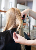 Stylist Curling Womans Hair — Stock Photo