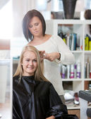 Woman at the Hairdresser Salon — Stock Photo
