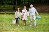 Amigos en una excursión de fin de semana — Foto de Stock
