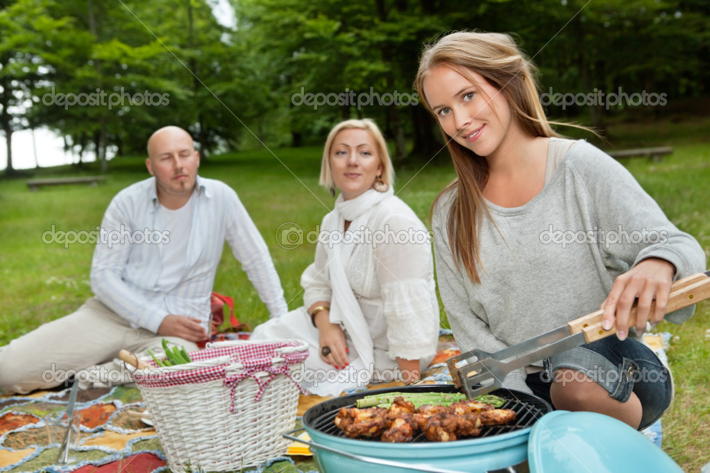 Group of friends with bbq picnic in park — Stock Photo #11796674