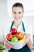 Mooie vrouw met fruit — Stockfoto