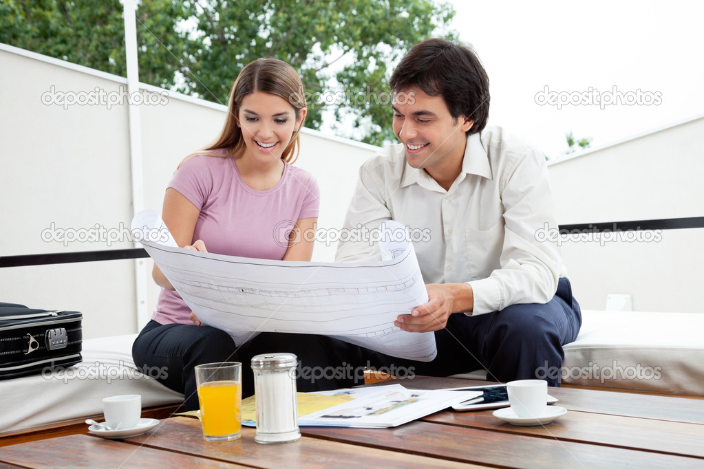 Male architect discussing house plans with female — Stock Photo #12191964