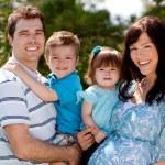 Outdoor Familienbild — Stockfoto