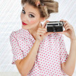 Woman Holding Vintage Camera — Stock fotografie