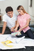 Couple Choosing Color From Swatches — Stock Photo
