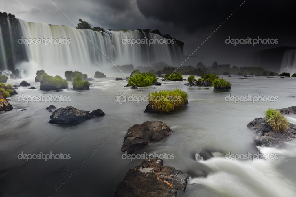 Iguassu Falls, the largest series of waterfalls of the world, located at the Brazilian and Argentinian border, View from Brazilian side — Stock Photo #11715080