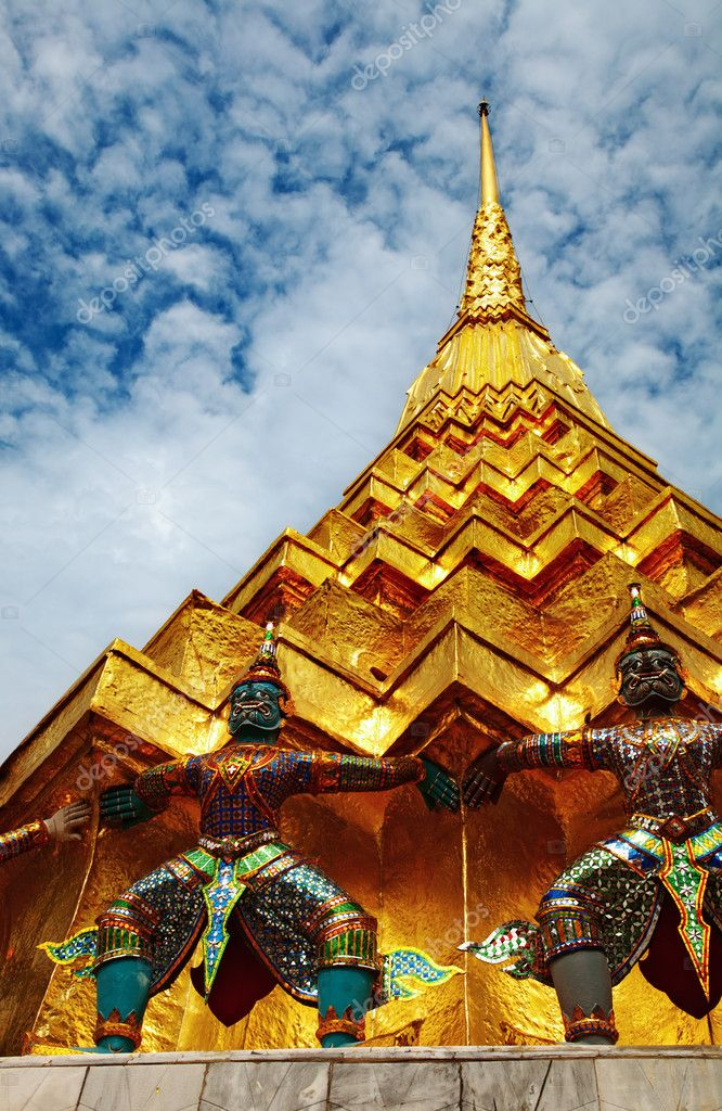 Traditional Thai architecture Grand Palace Bangkok — Stock Photo #11779422
