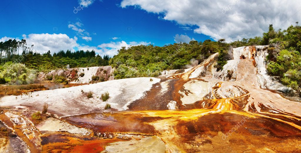 Hot spring in volcanic valley, New Zealand — Stock Photo #11919613