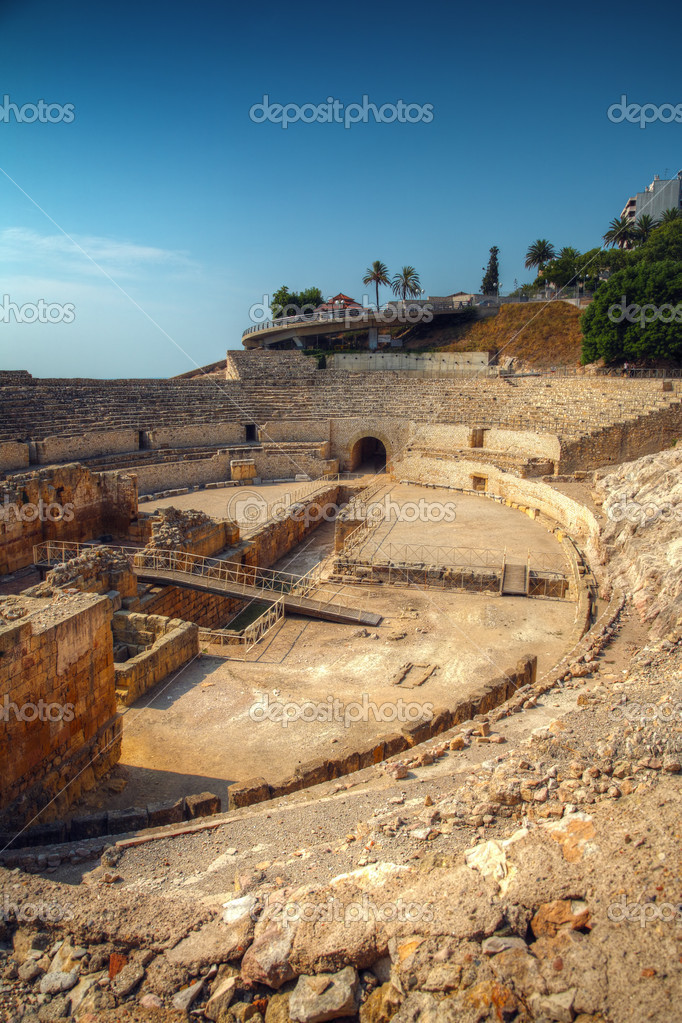 Ancient Roman amphitheater, Tarragona, Catalonia, Spain — Stock Photo #11442151
