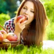 Beautiful woman in the garden with apples — Foto Stock