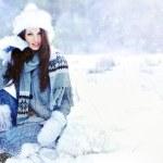 Beauty woman in the winter scenery — Stock Photo #11661352
