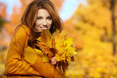 Young brunette woman portrait in autumn color — Стоковое фото