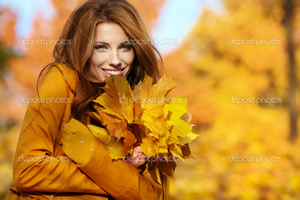 Young brunette woman portrait in autumn color — Stock Photo #11798777