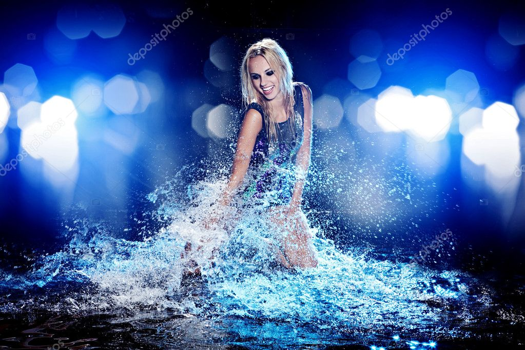 Young sexy woman. Water studio photo. — Stock Photo #11987481