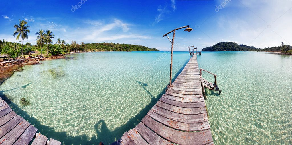 Tropical sea panorama with pier on small island — Stock Photo #11293652