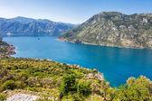 Mooie berg en uitzicht op zee — Stockfoto