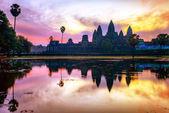 Amanecer en el templo de angkor wat — Foto de Stock