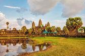 Templo de angkor wat em luz do sol — Fotografia Stock