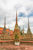 Courtyard with Stupa at Wat Pho — Стоковое фото