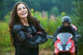 Genç bayan motosikletçi — Stok fotoğraf