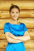 Belle jeune femme en blouse bleue — Photo