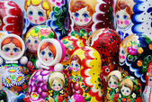 Nombreux traditionnelle russe matryoshka dolls — Photo
